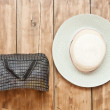 The straw hat and handbag hanging on on an old wooden wall. — Stock Photo #50074319