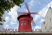 Moulin Rouge of Paris in daylight — Stock Photo