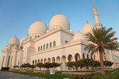 Abu Dhabi Sheikh Zayed Mosque Exterior in the daylight — 图库照片