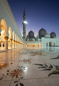 Night Shot from Abu Dhabi Sheikh Zayed Mosque — Stock Photo