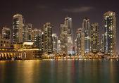 Dubai Skyline and Reflection of Illuminated Skyscrapers on the Water — Stock Photo