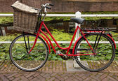Red Bicycle with Basket Parked Beside Canal in Holland — Stock Photo