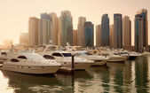Skyscrapers and Yachts in Dubai Marina During Sunset — Stock Photo