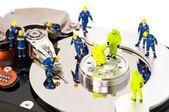 Groupe d'ingénieurs de maintenance de disque dur — Photo
