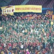 Galatasaray fans celebrating goal, in CFR Cliuj-Napoca vs Galatasaray istambul footbal match — Stock Photo #15816991