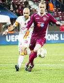 Cris and Capetanos in CFR Cliuj-Napoca vs Galatasaray istambul footbal match — Stock Photo