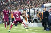 Ivo Pinto and Emre Colak in CFR Cliuj-Napoca vs Galatasaray istambul footbal match — Stock Photo