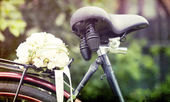 Wedding bouquet on a bicycle — Stock Photo