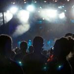 Kalabalığı eğlendirmekten konser — Stok fotoğraf