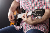 Man playing on guitar — Stock Photo