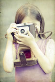 Little girl taking picture — Stockfoto