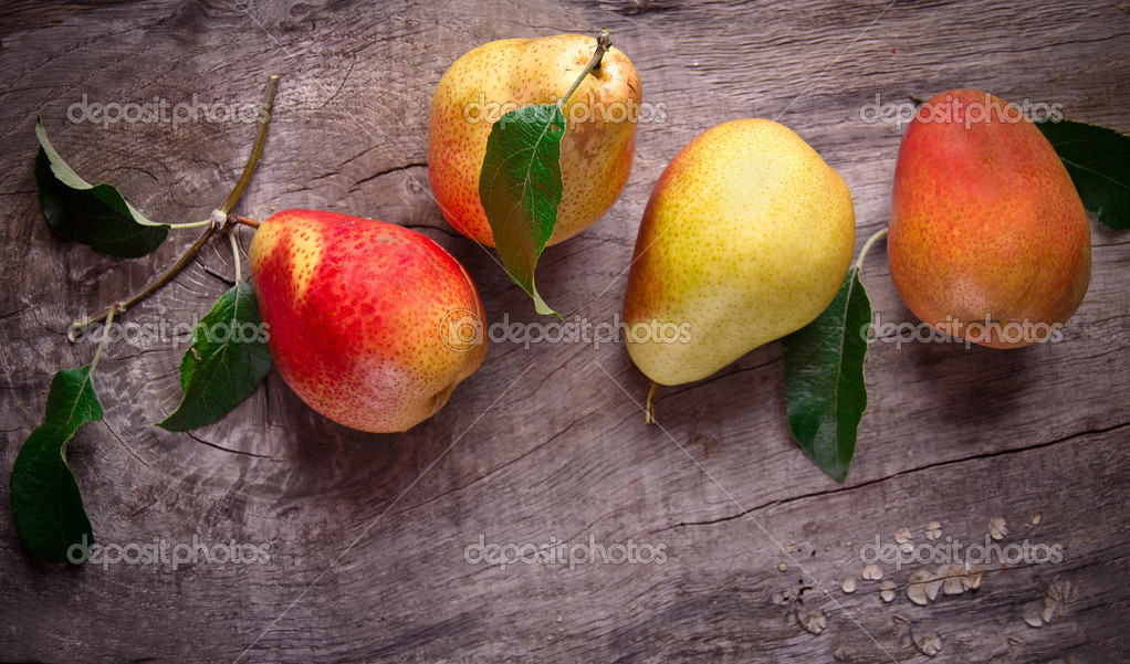 Harvested pears on old wooden background — Stock Photo #12187241