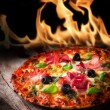 Tasty italian pizza with flames — Foto de Stock