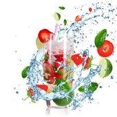 Coquetel de frutas com salpicos de líquido — Foto Stock