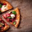 läcker italiensk pizza — Stockfoto #21252627