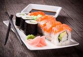 Suşi japon deniz ürünleri — Stok fotoğraf