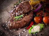 Köstliches rindfleisch-steaks — Stockfoto