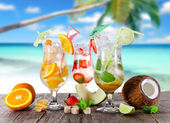 Cold Summer drinks — Stock Photo