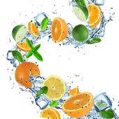 Fruit with splashing water — Stock Photo