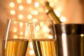 Paar champagne fluiten — Stockfoto