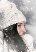 Portrait of attractive young woman in winter — Stok fotoğraf