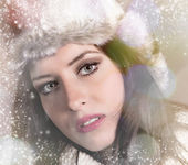 Portrait of attractive young woman in winter — Foto Stock