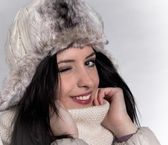 Portrait of attractive young woman in winter — Stock Photo