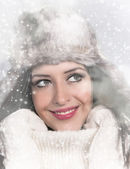 Portrait of attractive young woman in winter — 图库照片