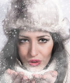 Portrait of attractive young woman in winter — Photo