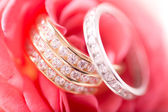 Gold and silver wedding rings — Stock Photo