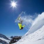 Skifahrer im Hochgebirge — Stockfoto