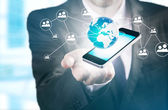 Hand met mobiele telefoon — Stockfoto