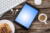工作区与平板电脑和咖啡 — 图库照片