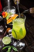 新鲜鸡尾酒在酒吧 — 图库照片