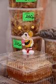 Honey jars at the market — Stock Photo