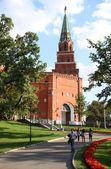 Alexander bahçe ve borovitskaya moskova kulesi kremlin, rusya federasyonu — Stok fotoğraf