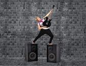 Dívka s kytarou — Stock fotografie