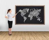Mapa del mundo y empresaria — Foto de Stock