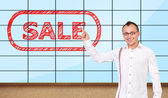 Man pointing at sale — Stock Photo