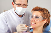 Dentist shows toothbrush — Stock Photo