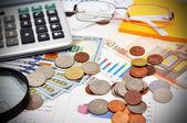Dinero y gráfico — Foto de Stock