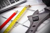 Инструменты на рабочем столе — Стоковое фото