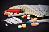 Lijnen van cocaïne en verdovende middelen — Stockfoto
