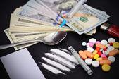Heroína y dólares — Foto de Stock
