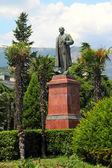 The monument to Vladimir Ilyich Lenin in the town of Yalta. Ukraine, Crimea. — Stock Photo