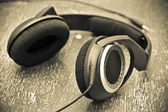 Headphones on a wooden table in vintage style — Stock fotografie
