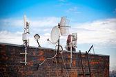 Anteny na dachu — Zdjęcie stockowe