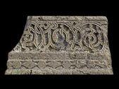 Fragmento de um ornamento armênio medieval isolado no preto — Fotografia Stock