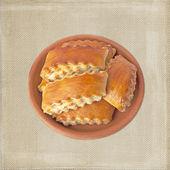 亚美尼亚传统蛋糕 gata 粘土孤立在套袋旧样式的背景板上 — 图库照片