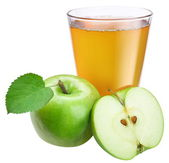 Apple juice with ripe apple on a white background. — Stock Photo